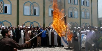 Pictorial Report / The Demonstarion Of Clergy And Students Of Birjand Seminary Against The Faithlessness Of The U. S. And Its Quitting JCPOA